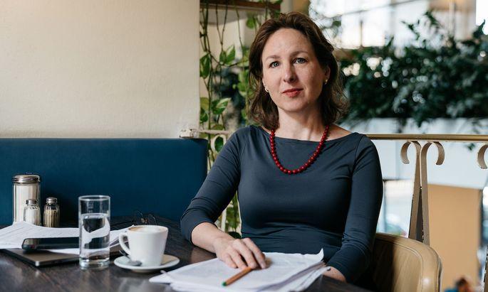 Nur ein bedingungsloses Grundeinkommen sichere die Würde aller Menschen in einer digitalisierten und automatisierten Welt, sagt die Politologin Barbara Prainsack.