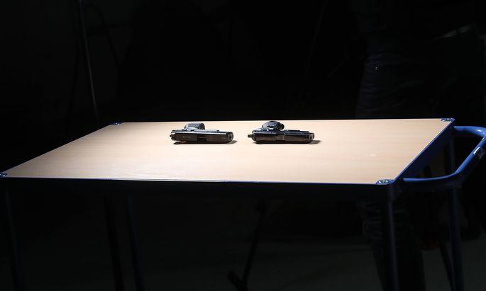 Termin im Technischen Polizeiamt in Sch�nebeck Sachsen Anhalt zur Pr�sentation der neuen Polizeiwaff