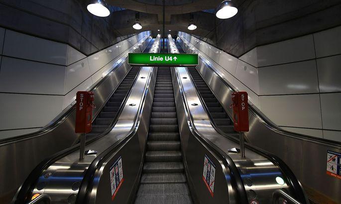 Wo sonst Tausende Menschen täglich umsteigen, war im Lockdown niemand zu sehen: Die verlassene U-Bahn-Station Schottenring.