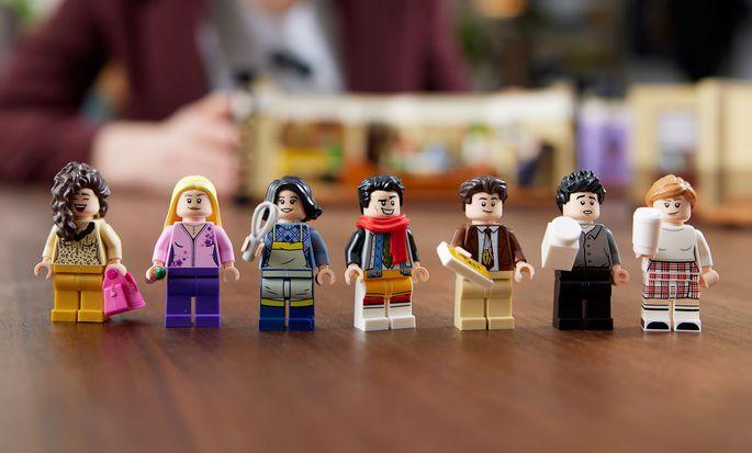Die sieben Spielfiguren von Lego