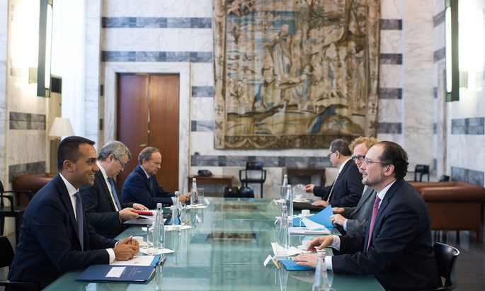 Amikale Gesprächsatmosphäre zwischen Luigi Di Maio und Alexander Schallenberg in Rom.