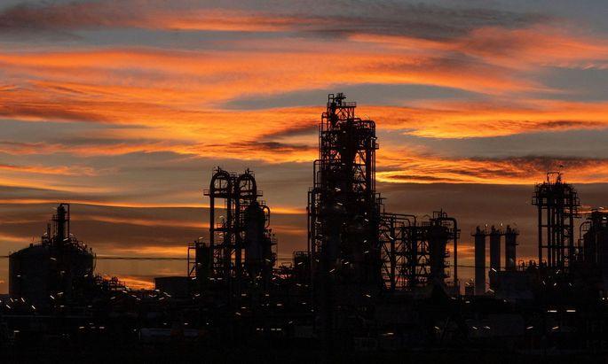 In der OMV rumort es. Vorstandschef Rainer Seele wird das Unternehmen verlassen. Schon bringen sich potenzielle Nachfolger in Stellung. Es geht auch um die Frage, wie schnell die Wende vom Öl- zum Chemiekonzern vollzogen werden soll.