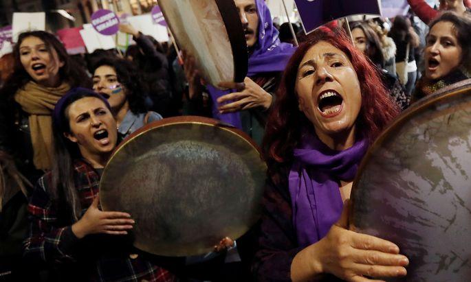Seit Monaten wird in türkischen Städten wie Istanbul gegen Gewalt an Frauen und Kindern protestiert
