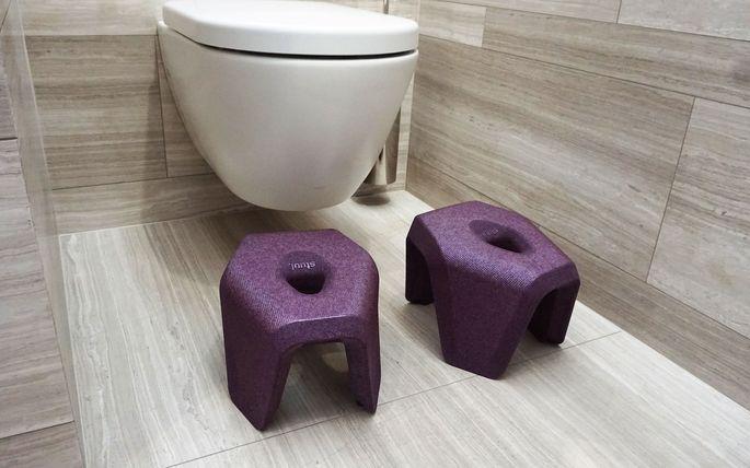 """Der Toilettenhocker """"Stuul"""" erhielt den Universal Design Consumer Award 2019 und den Good Design Award 2019."""