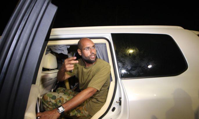 Ein letzter Auftritt in Tripolis. Saif al-Islam al-Gaddafi im August 2011, in den Tagen der Entscheidungsschlacht um die libysche Hauptstadt.