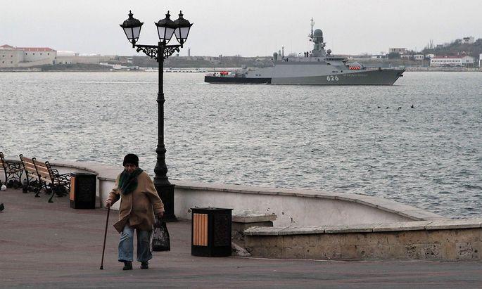 Russian navy new missile carrier ship Orekhovo-Zuyevo arrives to the port of Sevastopol