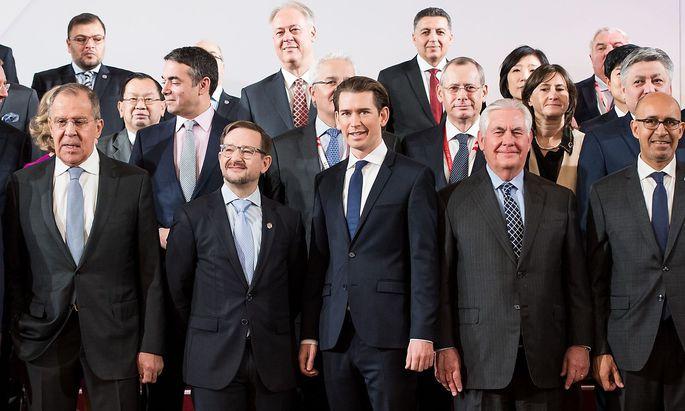 OSZE-Vorsitzender und derzeitiger Außenminister Sebastian Kurz in Mitten des OSZE-Ministerrats in Wien.