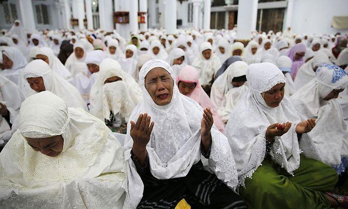 Trauer um die Opfer des Tsunamis vom 26. Dezember 2004 - hier in einer Moschee in Banda Aceh in Indonesien.