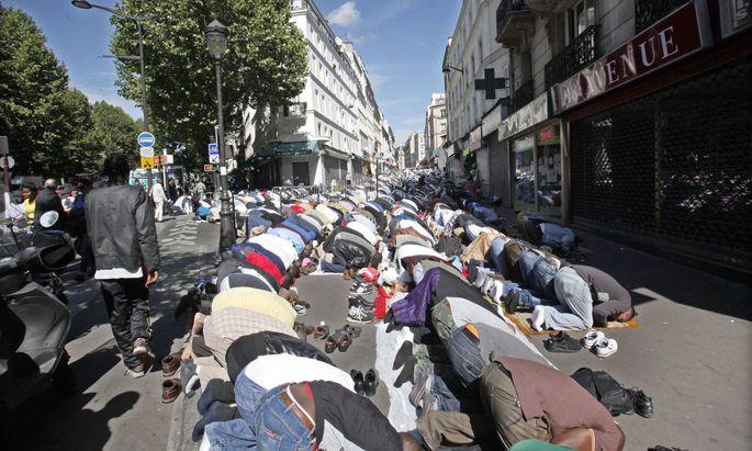 Symbolbild: Muslime in Paris beten zum Ende des Ramadan.