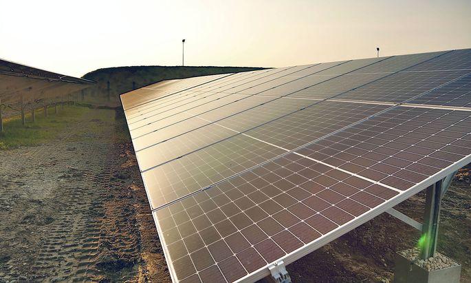 Oesterreichs groeszte Photovoltaik-Anlage in Betrieb Oesterreichs groeszte Anlage fuer Photovoltaik legt los SONNENKOLLEKTOREN
