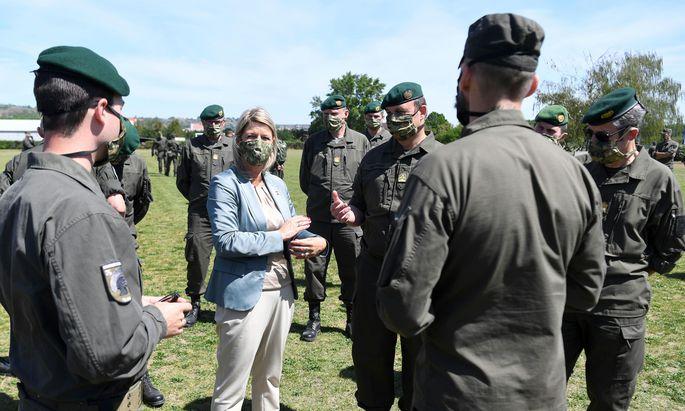 Verteidigungsministerin Klaudia Tanner im Mai 2020.