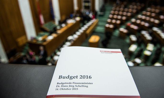 Die Regierung war geschlossen zur Budgetrede angetreten (Bundeskanzler Werner Faymann fehlte krankheitsbedingt). [