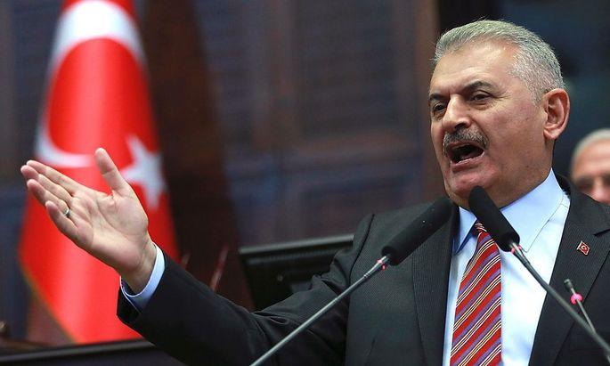 Binali Yildirim sieht noch viele offene Fragen nach dem Attentat in Gaziantep.