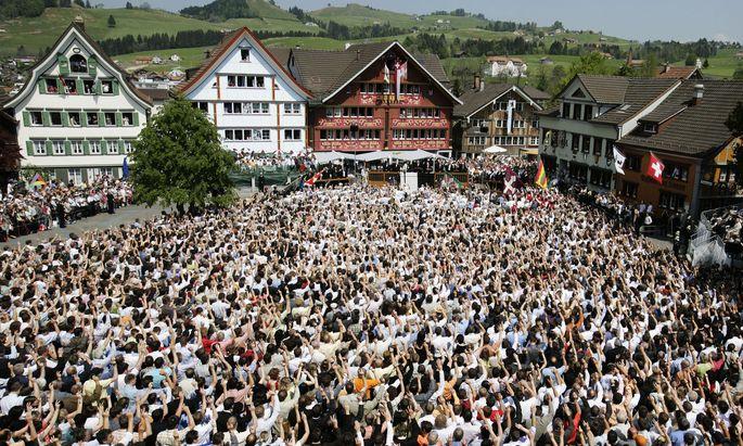 Direkte Demokratie in der Schweiz: In Appenzell werden auch heute noch Volksabstimmungen unter freiem Himmel durchgeführt.