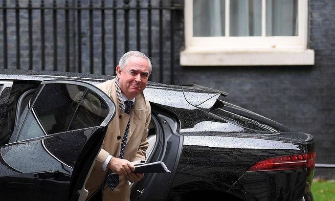 Geoffrey Cox erläuterte im britischen Unterhaus die Rechtsauffassung der Regierung.