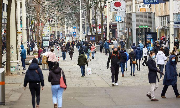 Ein Einkaufstag in der Mariahilfer Straße. Von Massenansturm konnte keine Rede sein. Die Geschäfte waren aber gut besucht.