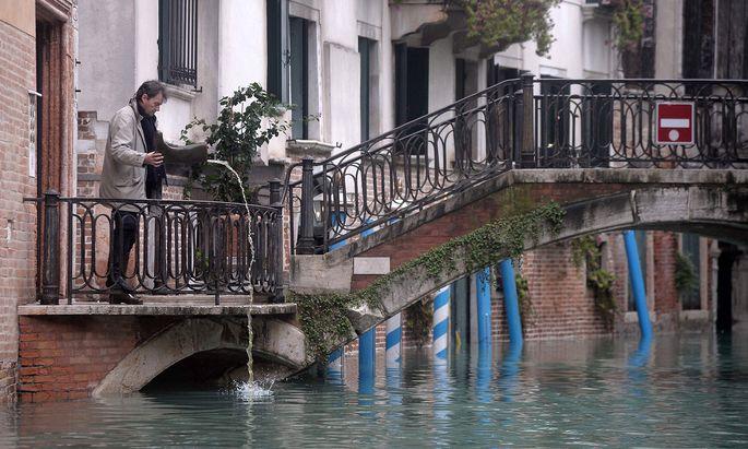 Am Montag entspannte sich die Lage in Venedig zwar leicht, doch Experten befürchten langfristige Schäden für die Altstadt – und immer häufigeren Hochwasseralarm.