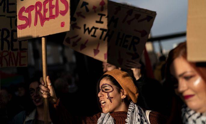 Gewalt gegen Frauen ist weltweit ein Thema. Sie betrifft alle Gesellschaftsschichten und jedes Alter.