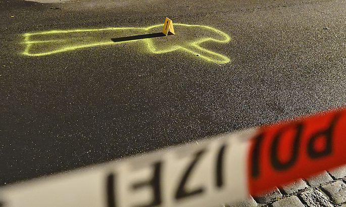 Am 5. Juni wollte der 21-Jährige offenbar erneut einen Taxilenker ausrauben. Dieser zog die Waffe und erschoss den Mann.