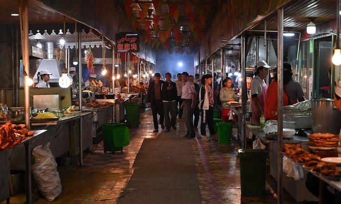 Ein Markt in der westchinesischen Proniz Xinjiang, wo mehrheitlich Uiguren leben.