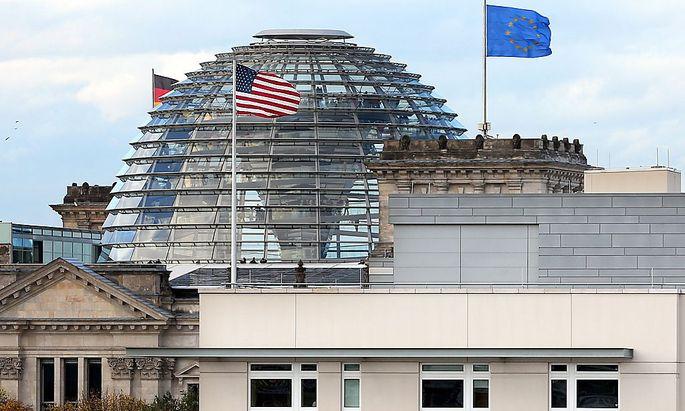 Das Dach der US-Botschaft in Berlin mit den vermuteten Abhör-Einrichtungen