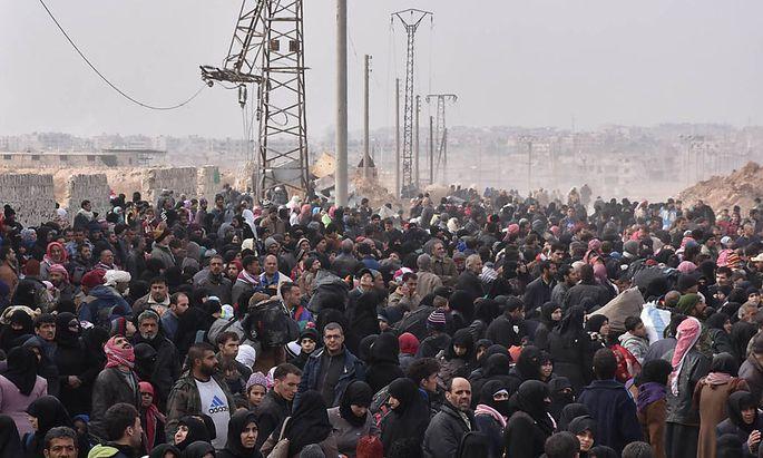 Tausende Menschen flüchten aus Ost-Aleppo.