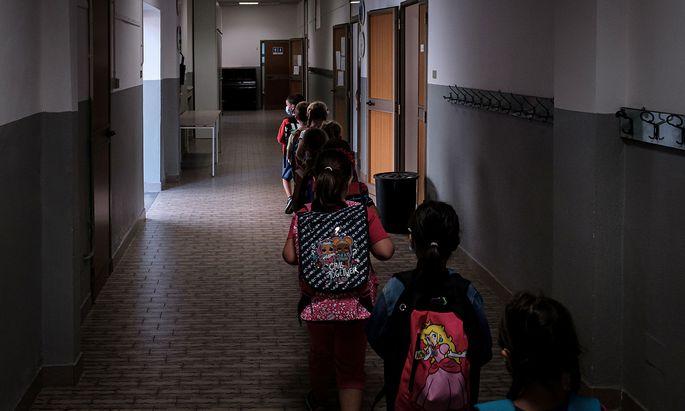 Die Kinder kehren auch in der italienischen Lombardei in die Schulen zurück.