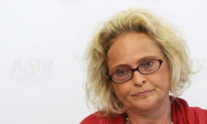 Justizministerin Bandion-Ortner plant 2010 weitere Anpassungen im Familienrecht