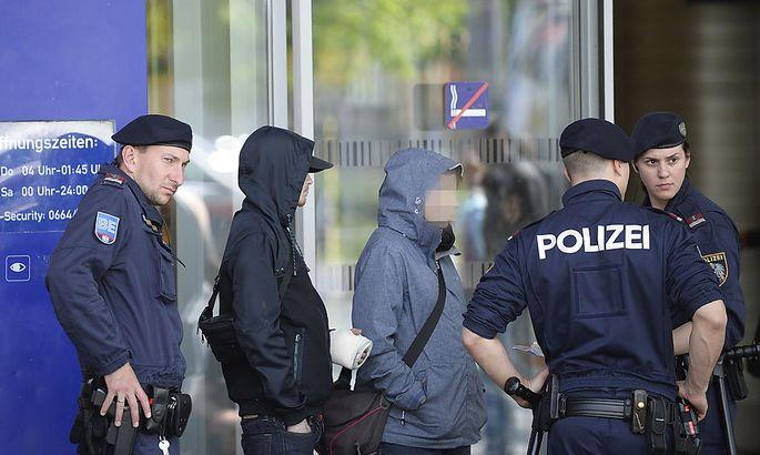 Symbolbild: Polizei am Wiener Praterstern
