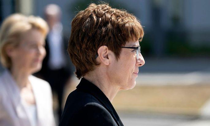 GERMANY-POLITICS-GOVERNMENT-DEFENCE