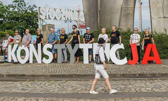 Marcin Wiącek soll die Bürgerrechte vor Übergriffen des Staates schützen - im Bild die Protest-Tour in Danzig für den Schutz der polnischen Verfassung am 17. Juli.