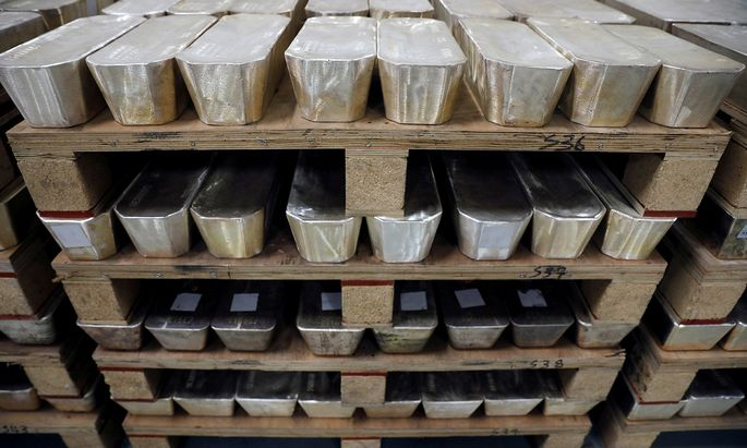 Das in der Industrie stark eingesetzte Silber hat binnen weniger Wochen zeitweise ein Drittel seines Werts eingebüßt.
