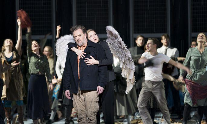 Den Propheten Elias verkörpert Christian Gerhaher grandios. Hier wird er vom Engel gehalten, gesungen von Sopranistin Kai Rüütel.