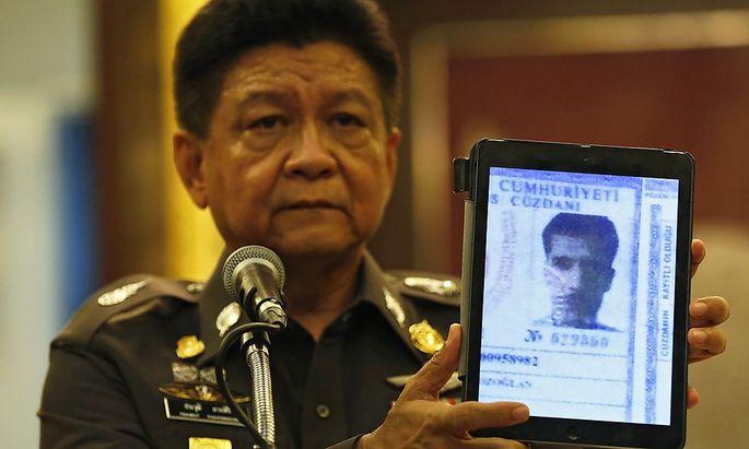 Ein Bild des Passes des festgenommenen Ausländers.