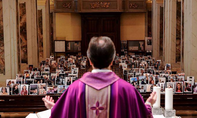 Ein Bild aus dem ersten Lockdown im März 2020 aus Italien. In der Slowakei sind Gottesdienste nach wie vor nicht erlaubt.