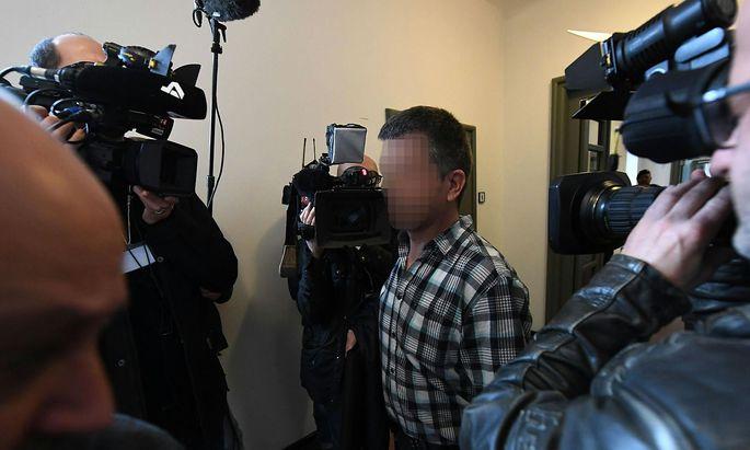 Einer der erschienen Angeklagten im Landesgericht Krems.