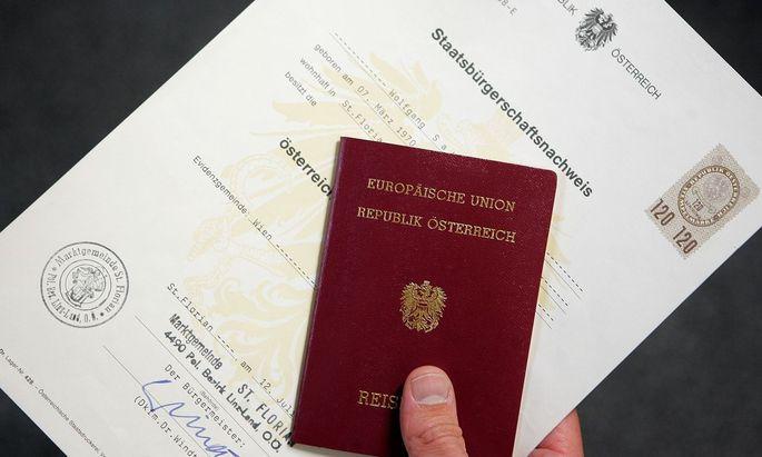 Symbolbild: Österreichischer Staatsbürgerschaftsnachweis und Reisepass