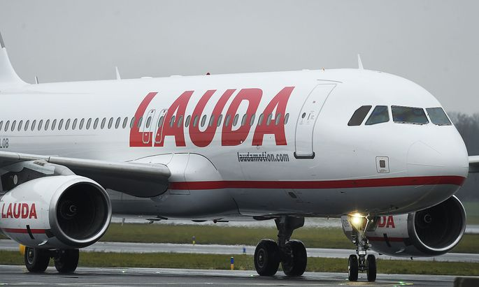 LANDUNG ERSTER A320 MIT NEUER LAUDAMOTION LACKIERUNG