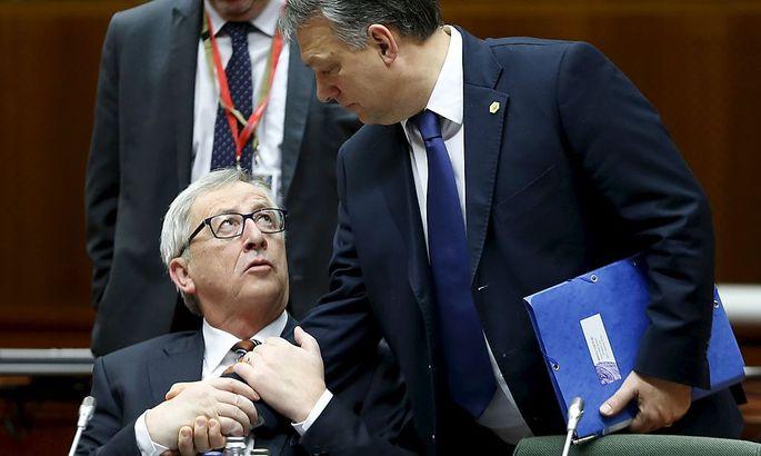 EU-Kommissionspräsident Jean-Claude Juncker (li.) macht seinen Standpunkt zu den Todesstrafen-Äußerungen des ungarischen Premiers Viktor Orban (re.) deutlich.