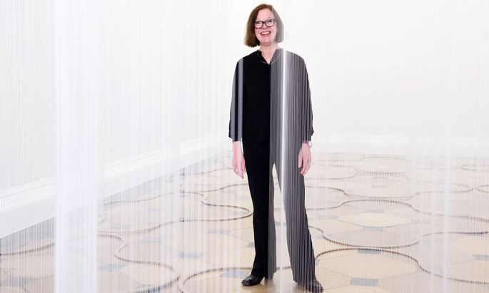 Susanna Fritscher in ihrer Installation im Theseustempel, ein Auftrag des Kunsthistorischen Museums.