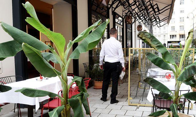 Symbolbild. Können Gastronomen mit der derzeitigen Situation wirtschaftlich offen halten? Wer auf Städtetouristen angewiesen ist, könnte sich eine Schließung überlegen, befürchten Branchenvertreter.