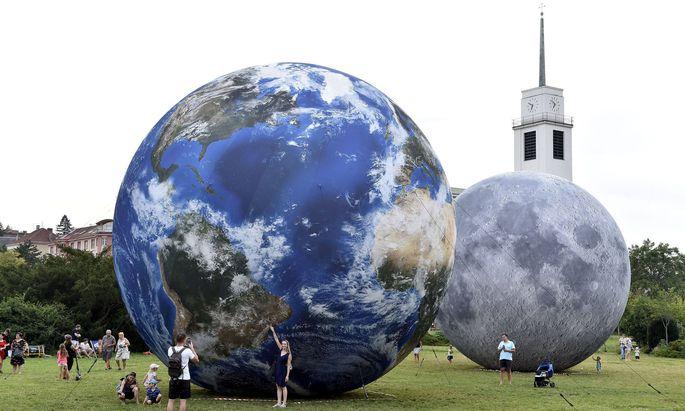 Die Größe von Planeten fasziniert nicht nur Kinder. Im Internet kursieren zahlreiche Videos, die den Größenvergleich anschaulich darstellen.
