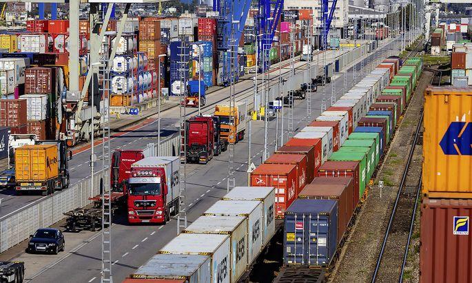 DEU, Deutschland, Baden-Wuerttemberg, Mannheim, 19.09.2019: Der Hafen Mannheim ist einer der bedeutendsten Binnenhaefen Eu