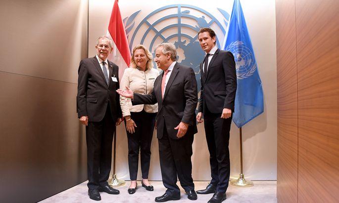 Das österreichische Trio bei UN-Generalsekretär António Guterres (2. v. re.): Bundespräsident Van der Bellen (li.), Außenministerin Kneissl und Bundeskanzler Kurz.