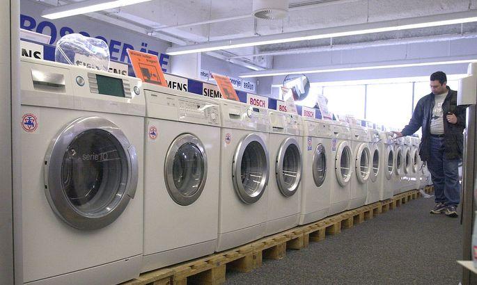 Eine kaputte Waschmaschine reparieren zu lassen ist schnell teurer, als eine neue zu kaufen.