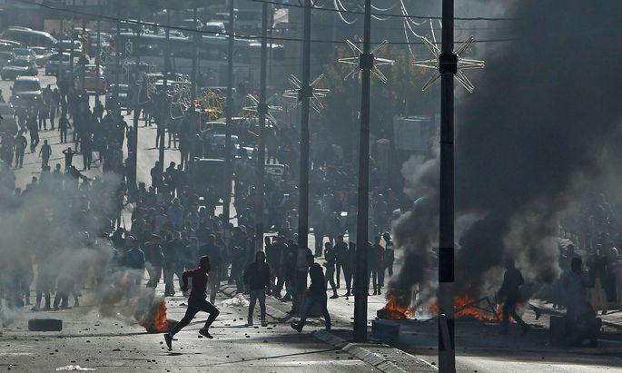 m Gazastreifen und im Westjordanland protestierten Palästinenser gegen die Verlegung der US-Botschaft. Die Demonstrationen forderten mindestens zwei Todesopfer.