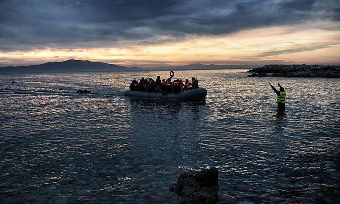 Flüchtlinge kommen von der Türkei nach Griechenland.