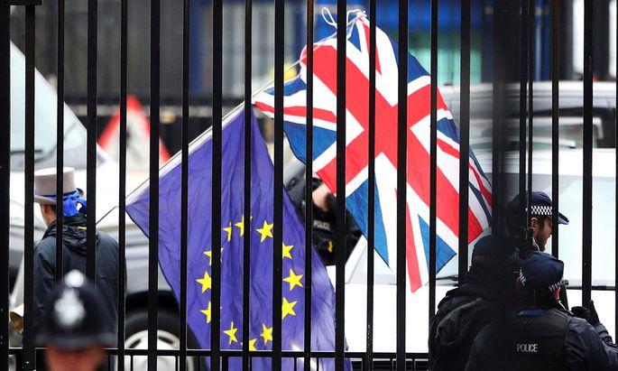 """Während in London insbesondere jene Entscheidungsträger, die für ein """"Vote Leave"""" geworben haben, bis heute in Schockstarre sind, hat sich das politische Brüssel einigermaßen schnell vom Brexit-Schrecken erholt."""
