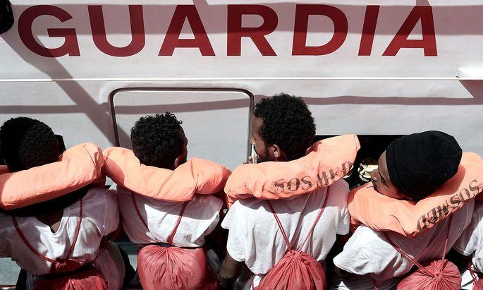 Gerettete Flüchtlinge auf einem Bild der Organisation Ärzte ohne Grenzen