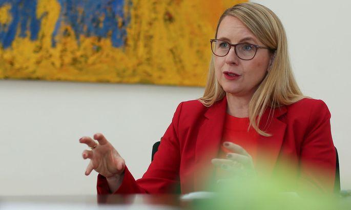 Wirtschaftsministerin Margarete Schramböck: Investitionsprämie greift gut